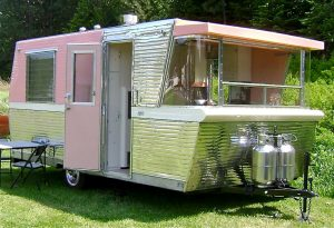 1960 Holiday House Travel Trailer Restoration